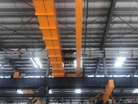 昆山客户安装双梁起重机及各规格小型起重机