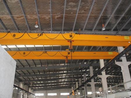为模具行业客户安装LH型2.8T电动葫芦双梁桥式起重机